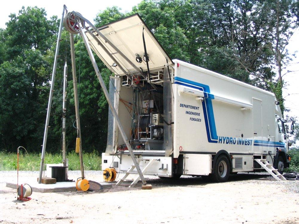 Laboratoire mobile d'intervention sur un forage